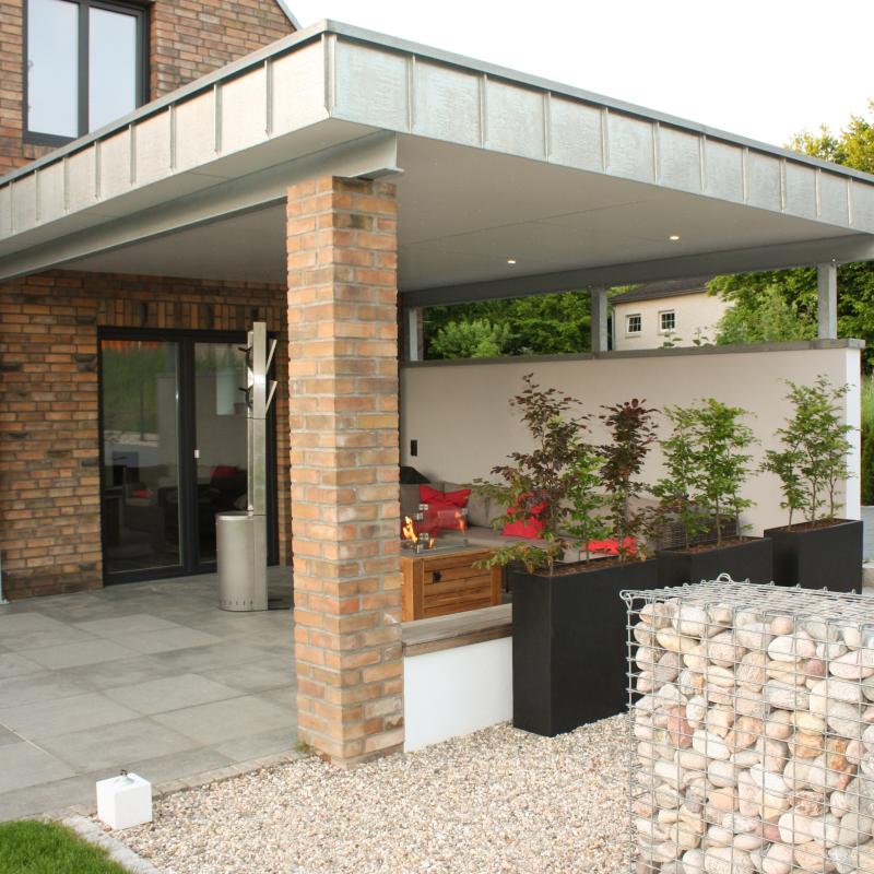 Gartenblog: Lounge im Garten mit Feuerstelle und Sitzecke | familiethimm.de