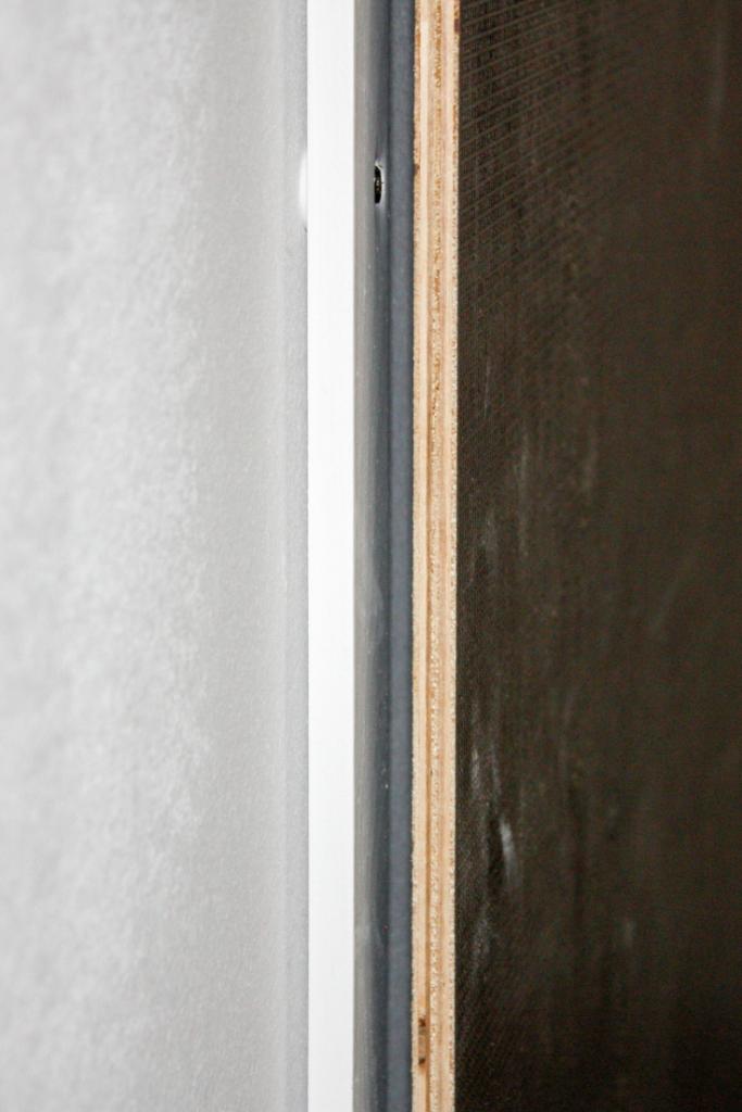 DIY // Sauna selber bauen: Luftschlitz zwischen Sauna und Steinwand | familiethimm.de